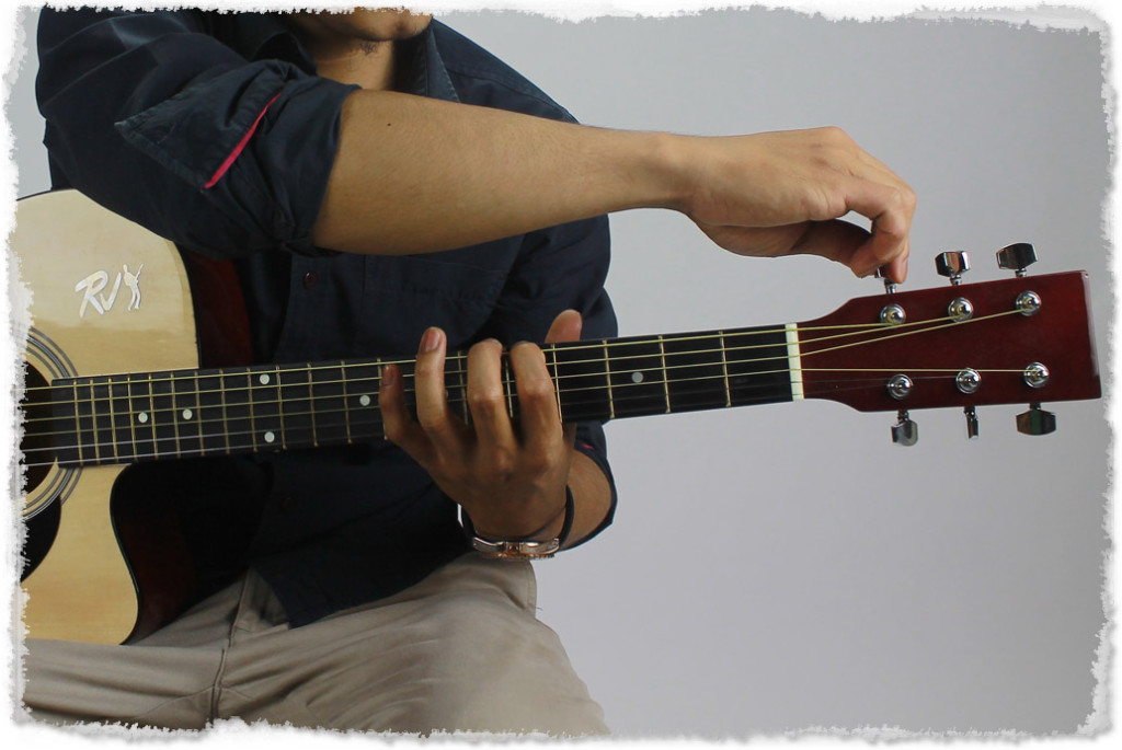 Tuning-the-guitar